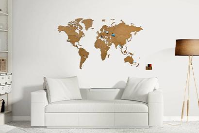 carte du monde en bois marron
